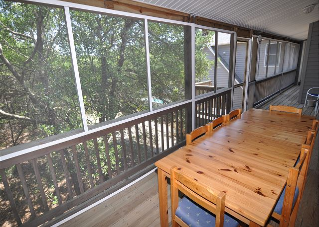 Back Screened Porch with Dining Table of Manhattan South, a 5 bedroom, 4.0 bathroom vacation rental in Southern Shores, NC