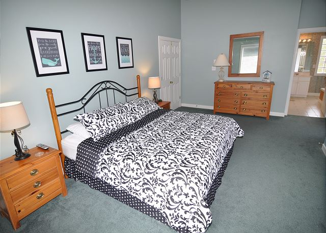 King Master Bedroom Top Level of A Tar Heel State of Mind, a 4 bedroom, 3.0 bathroom vacation rental in Corolla, NC