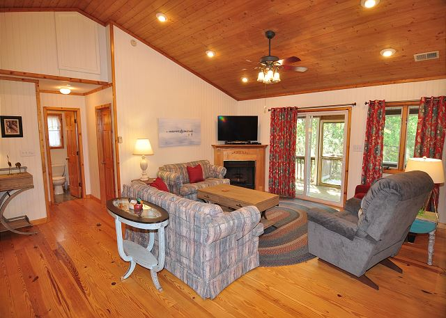 Great Room Top Level of Manhattan South, a 5 bedroom, 4.0 bathroom vacation rental in Southern Shores, NC