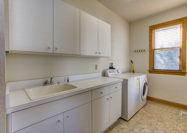 Laundry Room of Southern Breeze, a 5 bedroom, 4.5 bathroom vacation rental in Corolla, NC
