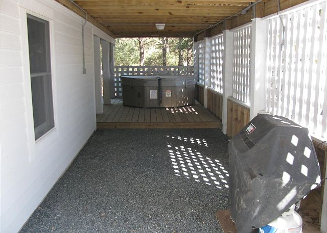 Hot Tub and Grill of Southern Breeze, a 5 bedroom, 4.5 bathroom vacation rental in Corolla, NC