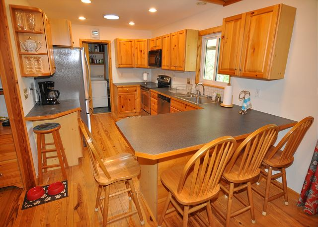 Kitchen Bar Counter Top Level of Manhattan South, a 5 bedroom, 4.0 bathroom vacation rental in Southern Shores, NC