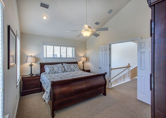 King Master Bedroom Top Level of Par-Tee by the Sea, a 4 bedroom, 3.5 bathroom vacation rental in Corolla, NC