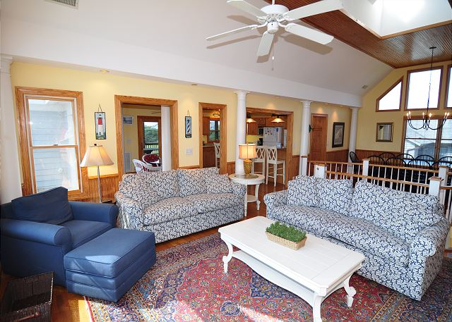 Living Area Top Level of Silver Creek, a 5 bedroom, 4.5 bathroom vacation rental in Southern Shores, NC