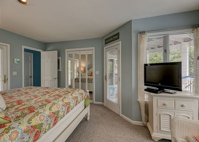 King Master Suite mid level of Sandy Heels, a 4 bedroom, 3.5 bathroom vacation rental in Corolla, NC