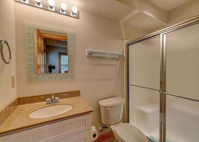 Twin Master Bathroom ground level of Southern Breeze, a 5 bedroom, 4.5 bathroom vacation rental in Corolla, NC