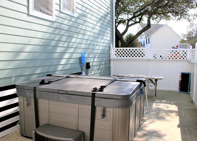 Hot Tub of Just Fore Fun, a 4 bedroom, 3.5 bathroom vacation rental in Corolla, NC