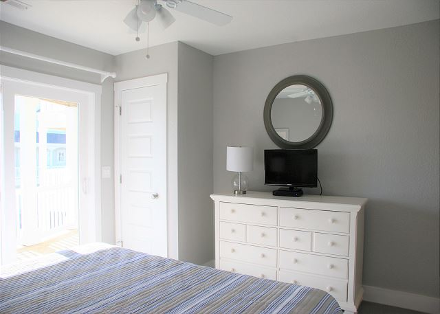 3rd King Master Bedroom Mid Level of Summer Love, a 6 bedroom, 6.5 bathroom vacation rental in Corolla, NC