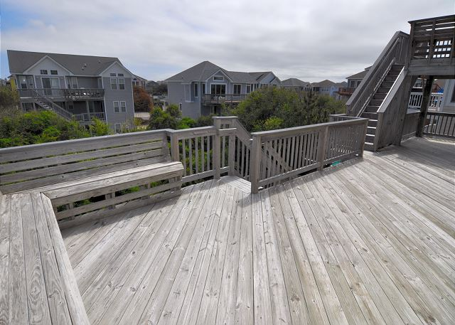 Sundeck Top Level OB Wave is a 5 bedroom, 3.5 bathroom vacation rental in Corolla, NC