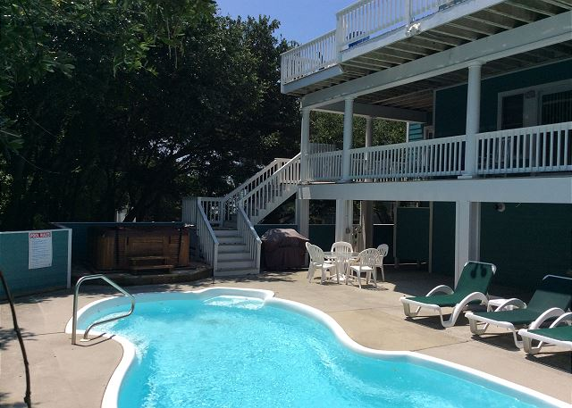 Pool and Hot Tub of Heron Haven, a 5 bedroom, 4.5 bathroom vacation rental in Corolla, NC