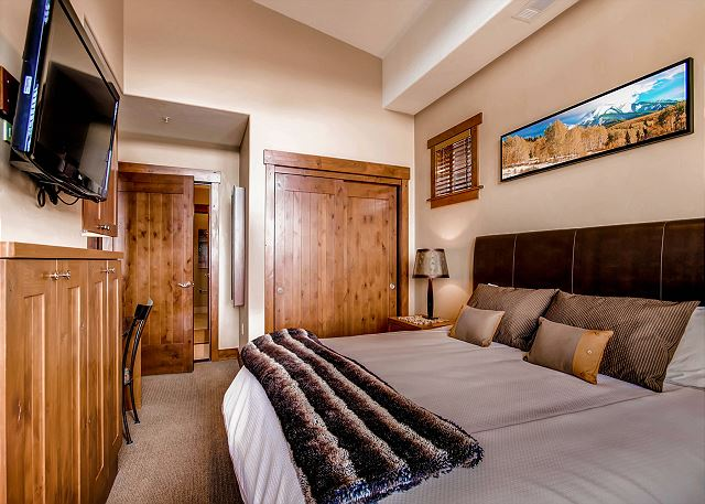 sleeps 2 in one king bed, ensuite bath with tub, walk in steam shower and double sinks