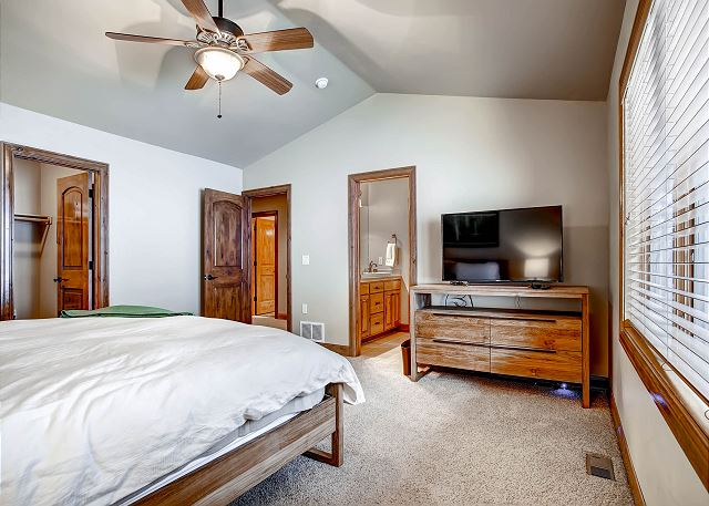 - sleeps 2 in one king, shared bath with Star Shine Room (Jack and Jill arrangement)