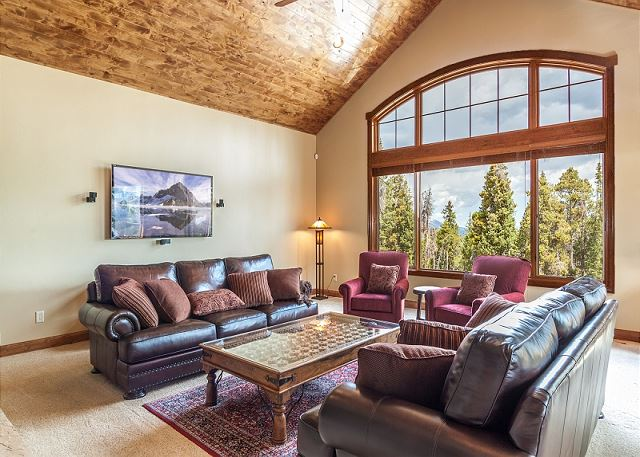 Cozy Great Room with excellent daylight, TV and gas fireplace