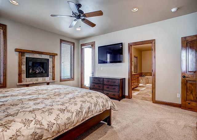 Ten Mile Range Main Suite