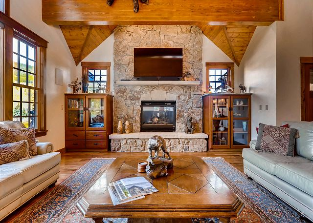 TV, Gas Fireplace and Amazing Views!