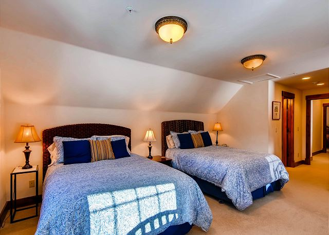 Crystal Peak Queen - two queen beds and two twin beds