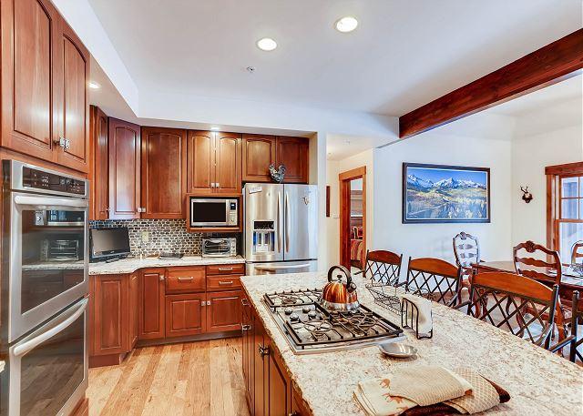 Lustrous Kitchen