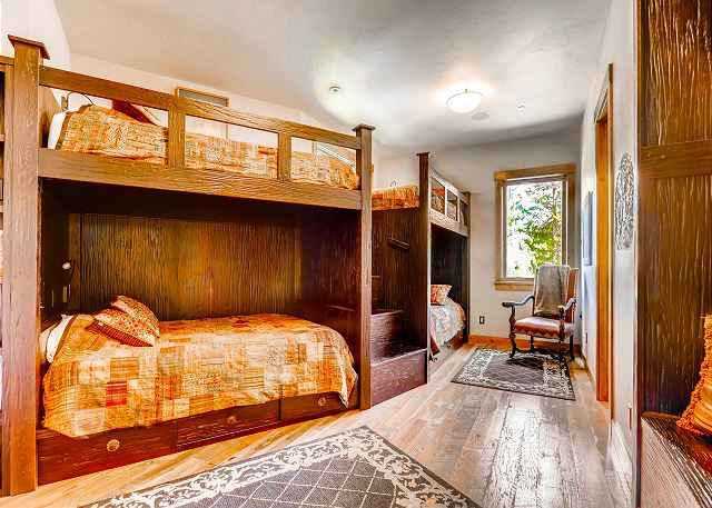 - sleeps 8 in four queen bunk beds