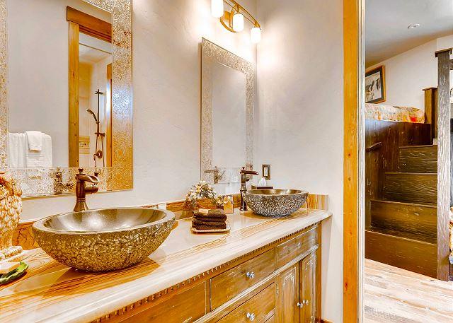 ensuite bathroom dual sinks