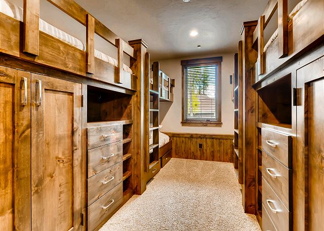- sleeps 6 in three custom built bunks