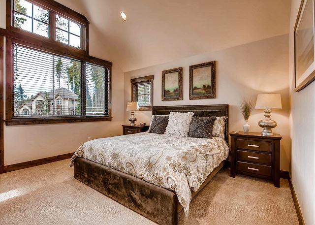 Peak 8 King Suite