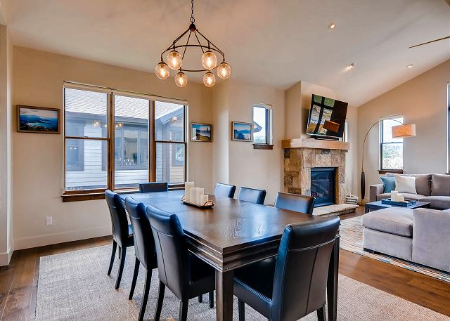 Dining Area with seating for 8 - additional seating at Kitchen Island