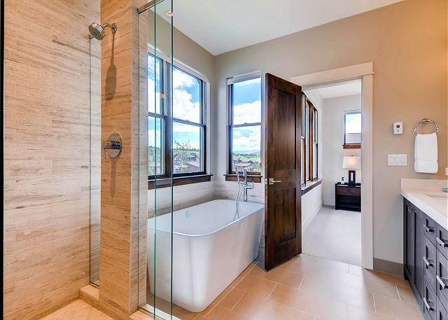 Mine Tailings King Ensuite Bath with two sinks, large tub and separate walk-in shower