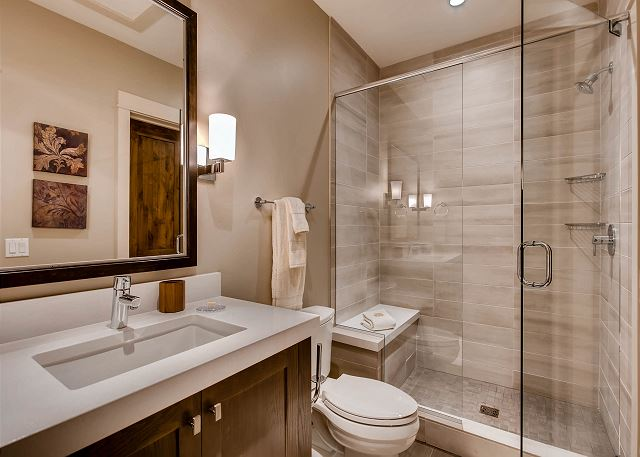 River View Secondary King Ensuite Bathroom