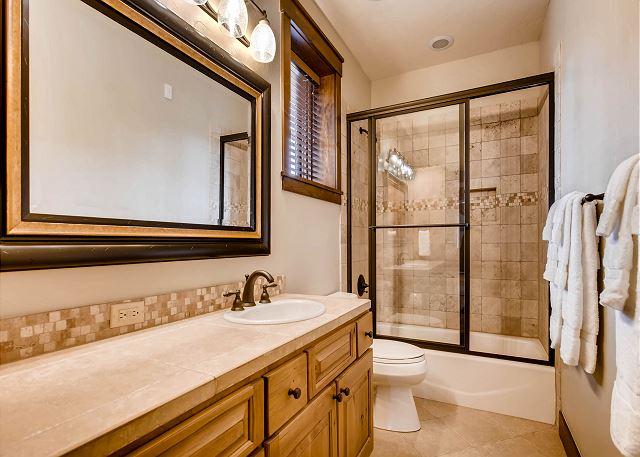 Bighorn Bunk Ensuite bathroom