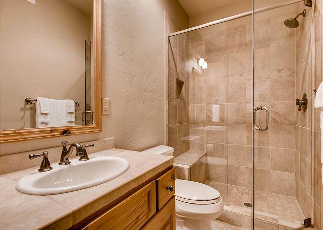 Hall bathroom adjacent to the Lynx king bedroom