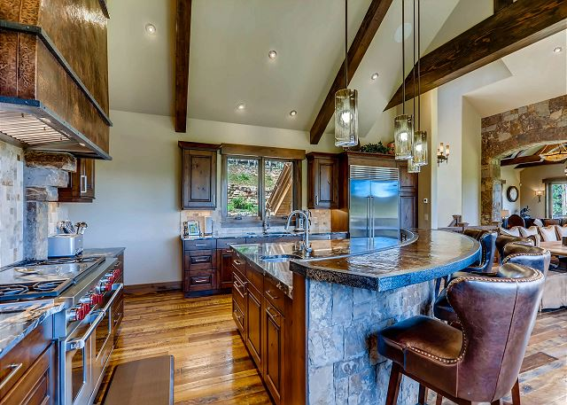 Full service gourmet kitchen