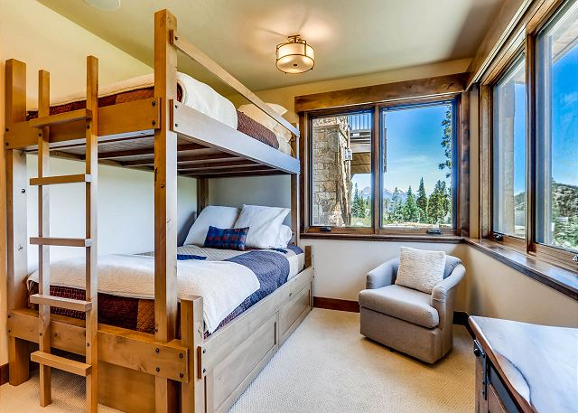 Thicket Queen Bedroom