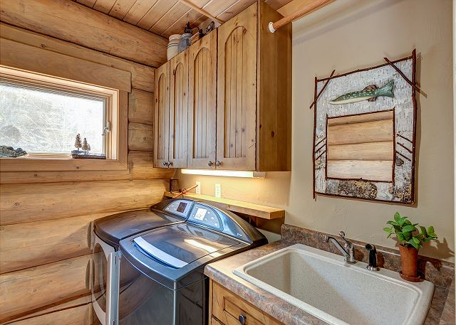 washer/dryer with convenient laundry sink