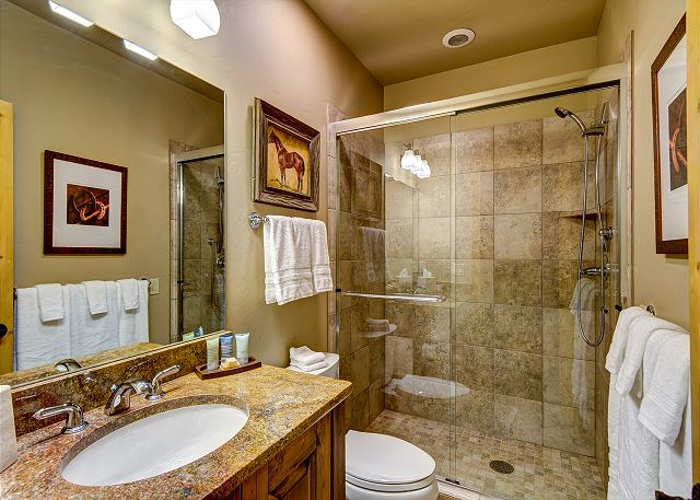 bathroom shared by Illinois Gulch Queen and Golden Eagle King bedrooms