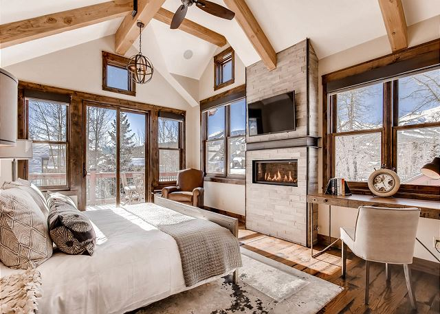features TV, cozy fireplace, work desk, private deck and beautiful views