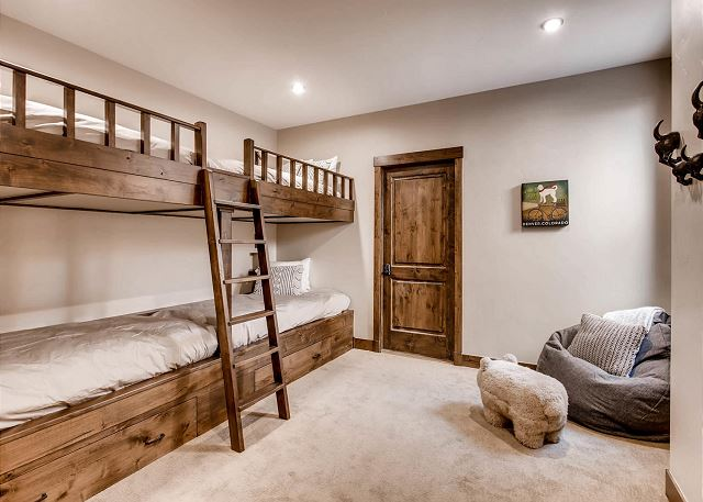 - sleeps 4 in two extra-long twin bunk beds