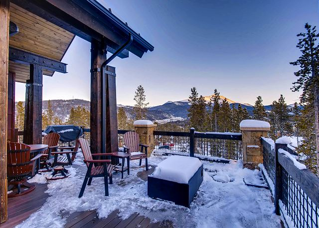 Outdoor fire pit with plentiful seating options and mountain views
