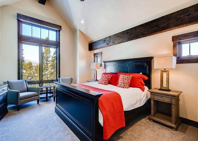 Ski in the Summit King Suite - Sleeps 2 in one king bed