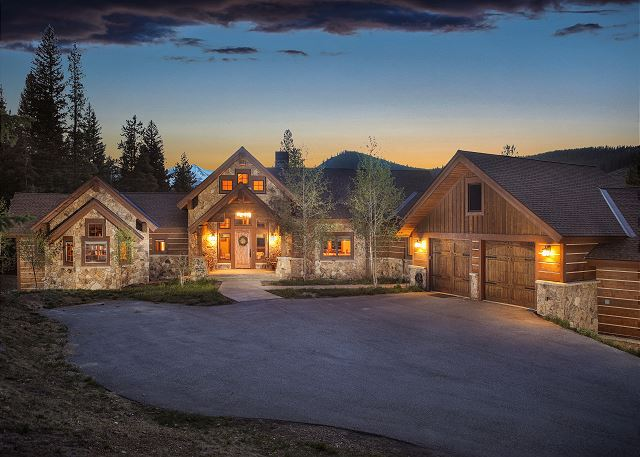 Beautiful mountain views and privacy in this cozy 4 bedroom home!