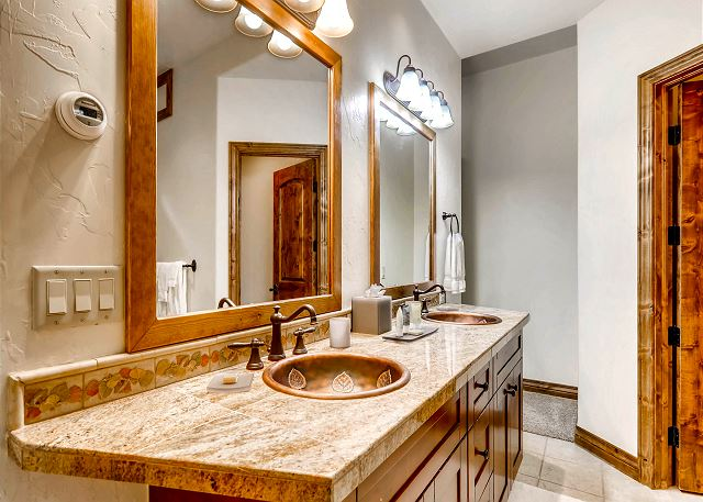 Warden of the North Ensuite Bathroom with dual sinks