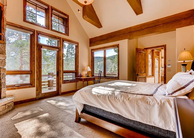 King of the North Suite - sleeps 2 in one king bed