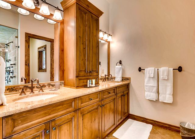 King of the North Ensuite Bathroom with dual sinks