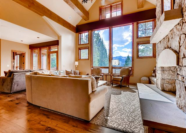 Open great room with beautiful mountain views
