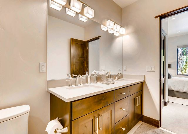 ensuite bath with dual sinks