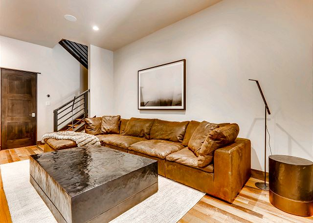 with couch, smart TV, and access to lower patio hot tub