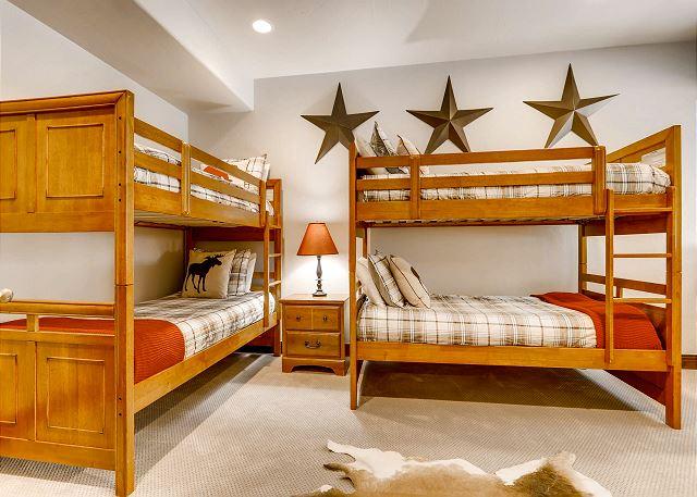 - sleeps 4 in two twin bunks