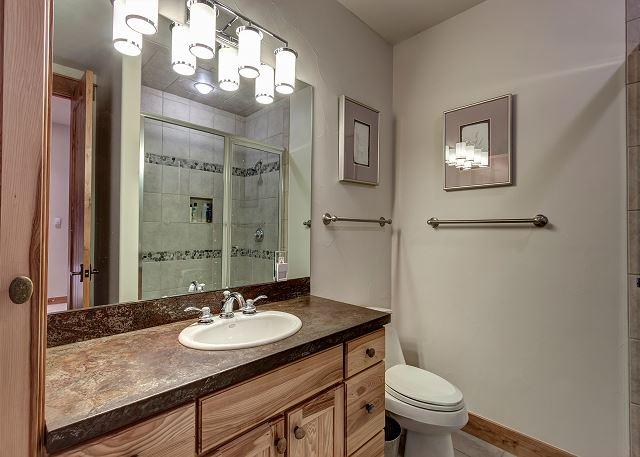 Apex Queen Ensuite Bathroom