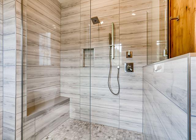 Haslett's King Ensuite Shower