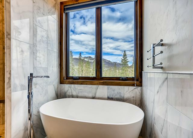 luxurious bubble bath and be inspired by never ending mountain views