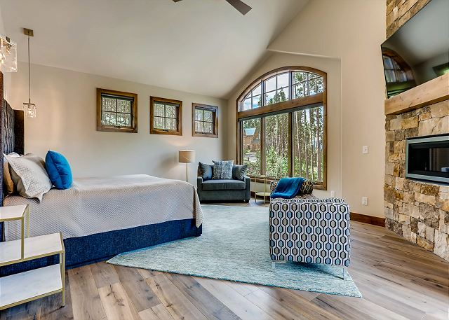 - sleeps 2 in one king bed on the uppermost level